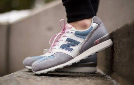 """Indiferent de stilul tău vestimentar, pantofii sport New Balance, din colecțiile de stradă sunt un """"must have"""". Chiar dacă ai un job care impune o ținută business, în timpul liber abia aștepți să îmbraci și să încalți ceva mai confortabil. În ceea ce privește îmbrăcămintea, cu siguranță vei alege ceva simplu, chic, de stradă, așa […]"""