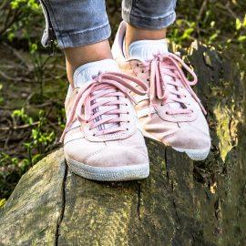 Cum poți curăța pantofii sport din piele întoarsă?