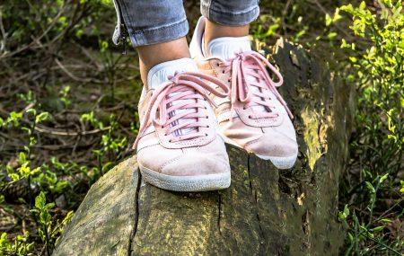 Pantofii sport din piele întoarsă sunt atractivi, versatili și foarte confortabili. În plus, pielea întoarsă este un material foarte rezistent. Are însă un punct slab. Se murdărește foarte repede și își pierde aspectul pe care l-ai apreciat atât de mult în momentul în care ai achiziționat pantofii. Totuși, dacă îi cureți corect, te vei bucura […]